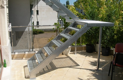External<br>metal stairs